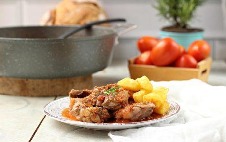 Caldereta de cordero guisado con patatas