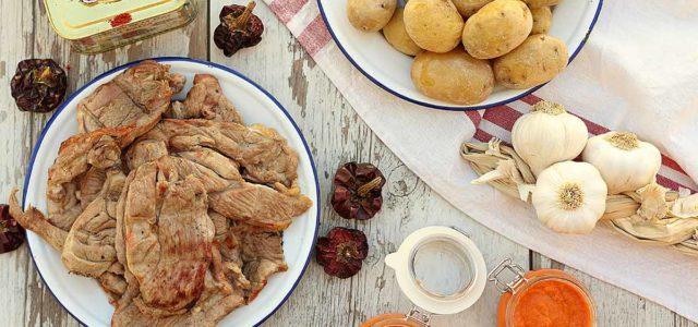 filete fino de cordero ternasco de aragon con papas arrugadas y mojo picon