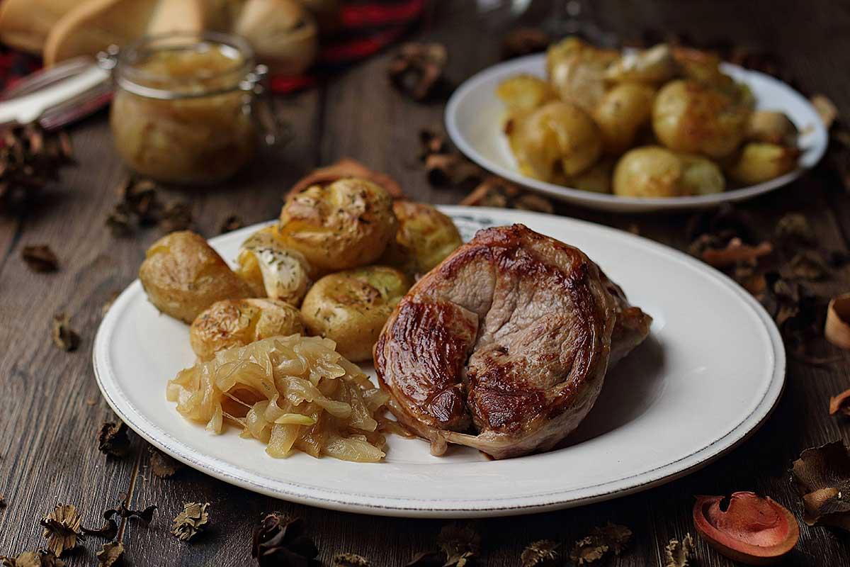 tournedos de cordero ternasco de aragon con patatas y cebolla caramelizada