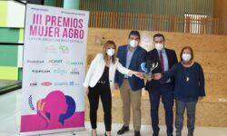 """Antonio Aparicio recibe en Madrid el premio """"Mujer Agro"""" por la visibilidad de las ganaderas aragonesas"""